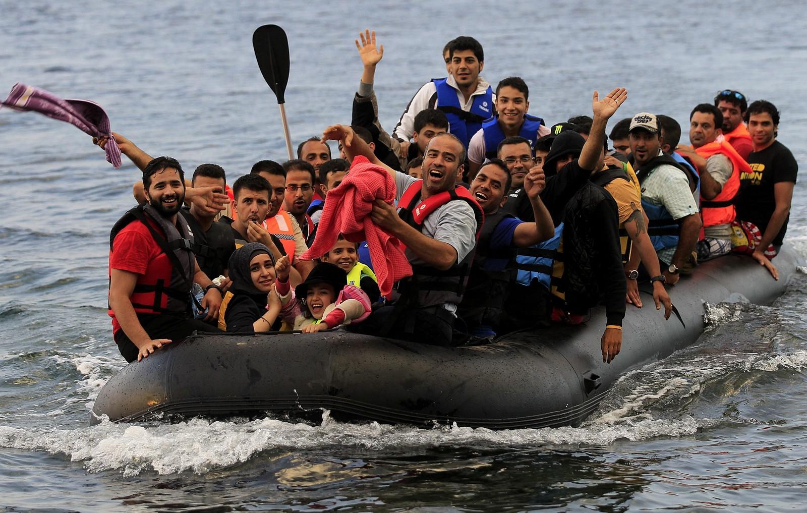"""Polémicas declaraciones del Cardenal Müller: """"los cristianos deben ayudar a los inmigrantes pero NO TRATAR DE CONVERTIRLOS""""…"""