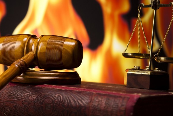 juicio martillo balanza fondo