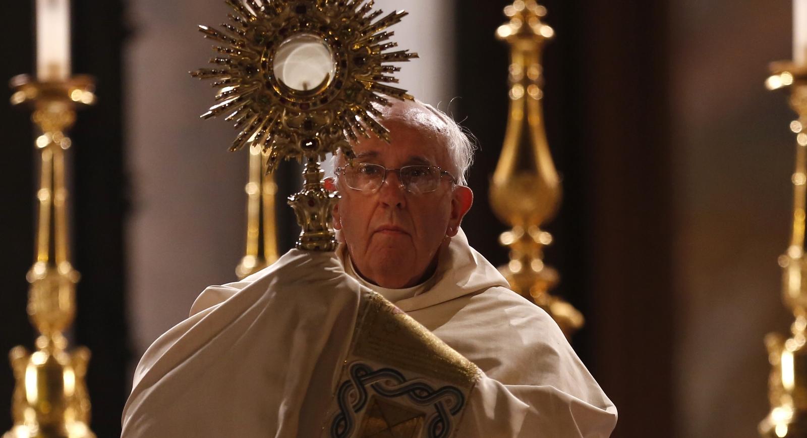 Mira cómo el Papa Francisco fue Protagonista de uno de los Mayores Milagros Eucarísticos de la Historia