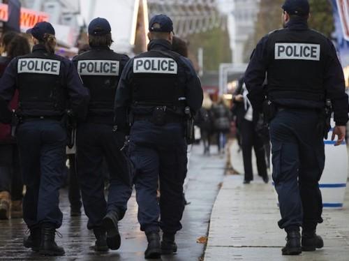 policia patrullando a pie