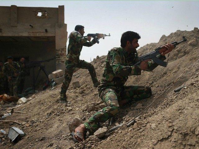 milicias combatiendo contra el estado islamico