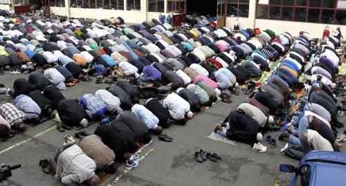 musulmanes orando masivamente en europa fondo