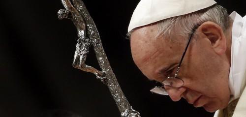papa francisco con la cruz fondo