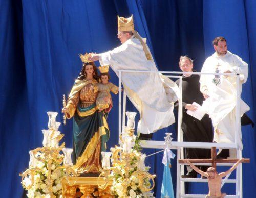 Obispo Coronando a María Auxiliadora en Sevilla