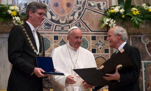 entrega del premio carlomagno a francisco fondo