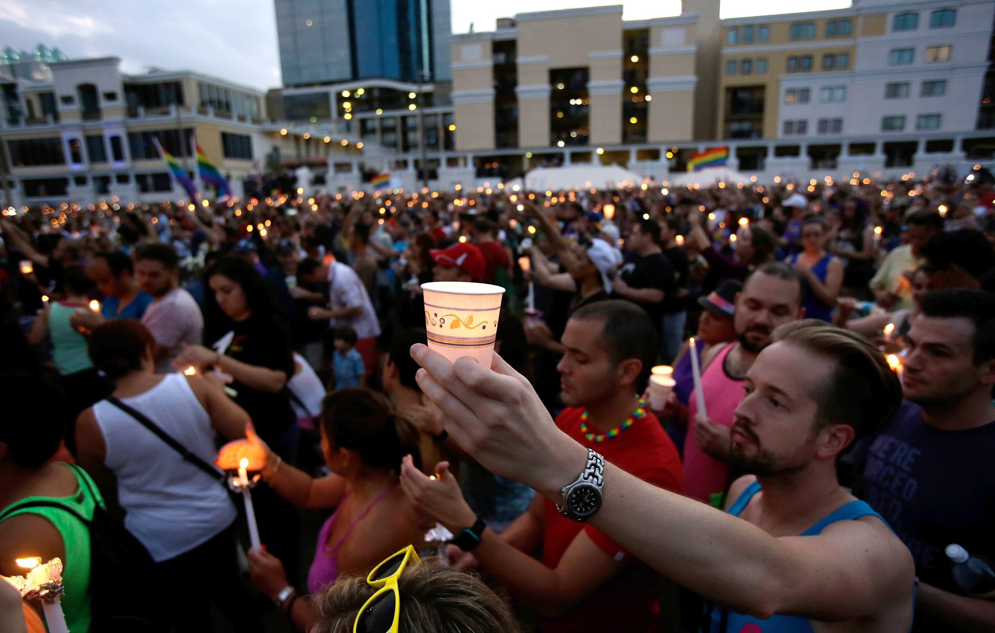 Un Obispo de EE.UU. CULPA A LOS CATÓLICOS de la Matanza de Orlando [realizada por un islamista]