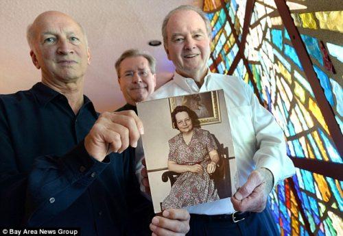 Michael Huston, (izquierda), el padre Gary Thomas, (centro) y Michael McDevitt, (a la derecha)