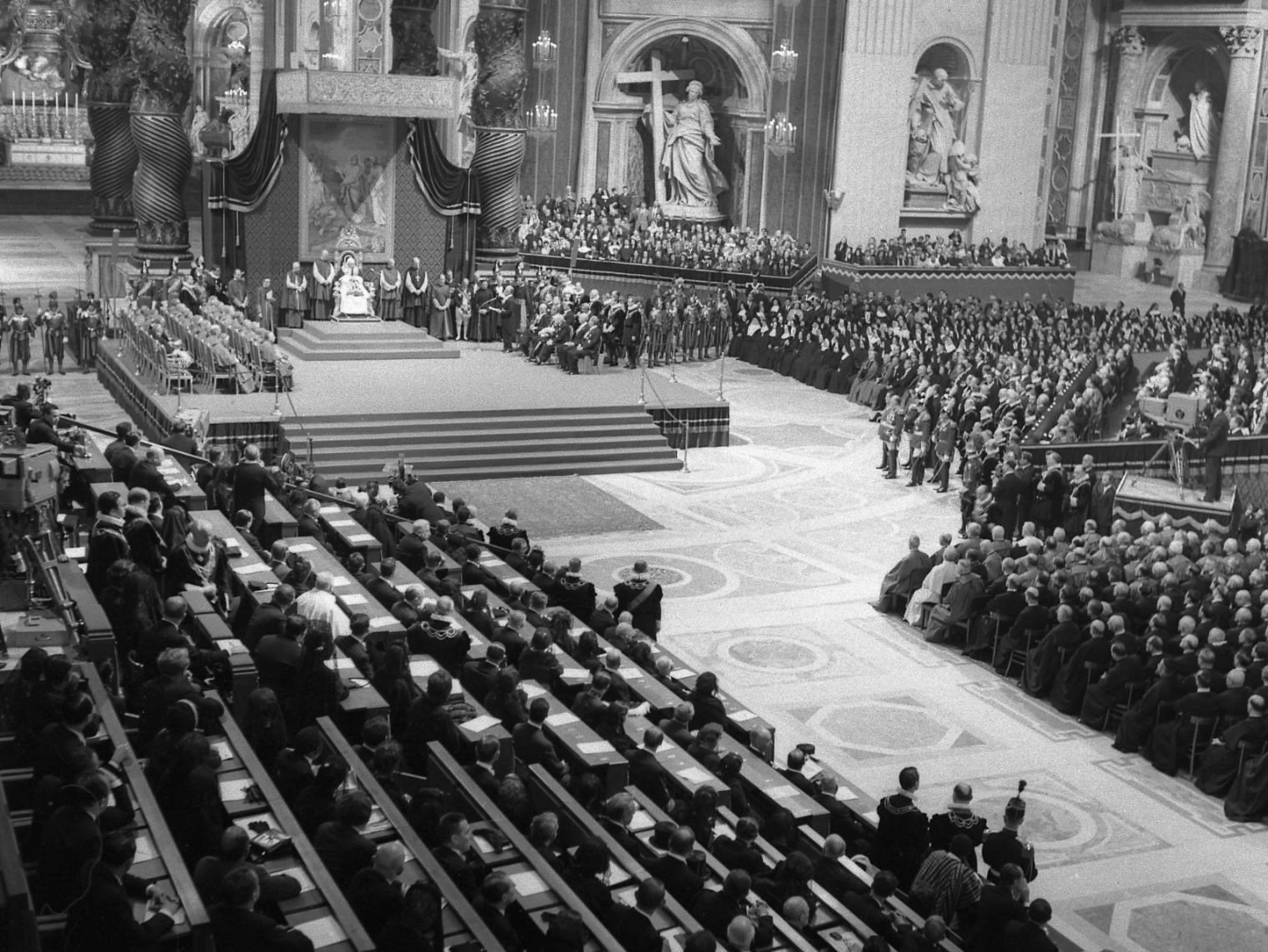 De dónde viene la Propuesta Teológica de que la Iglesia Acoja la Moral del Mundo