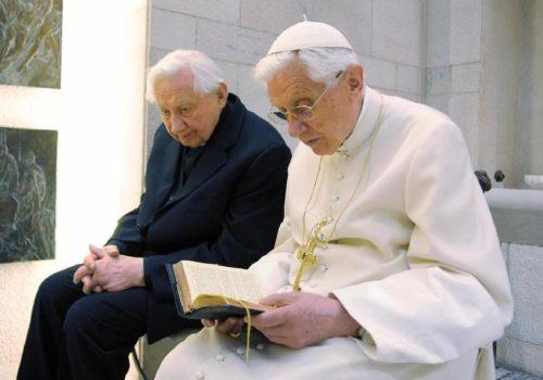Georg y Joseph Ratzinger orando con los salmos