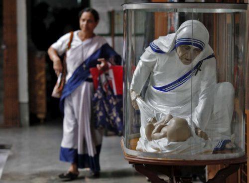 estatua de la madre teresa de calcuta
