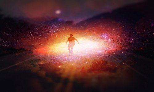 hombre en medio de nebulosa otra vida