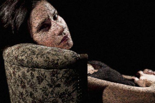 mujer con cara de triste