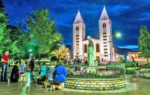 foto de medjugorje esttua e iglesia