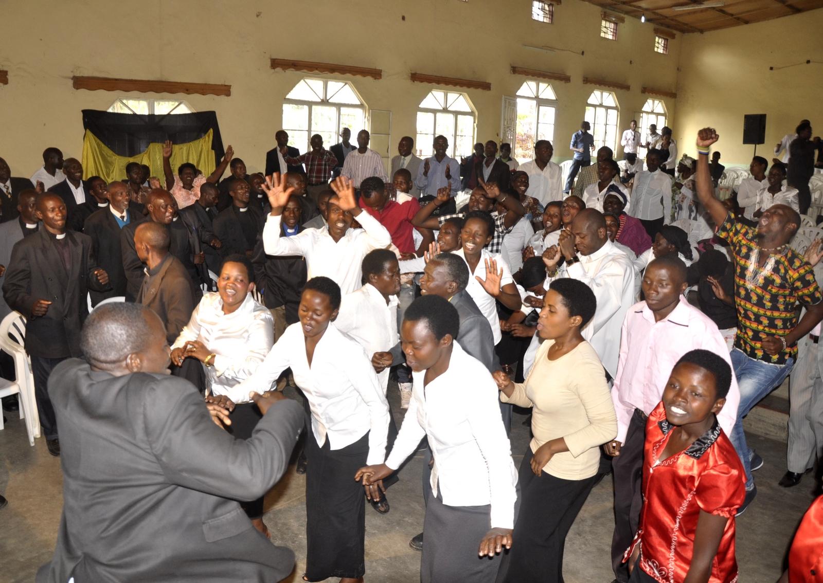 Resultado de imagen para MISIONEROS PRESENTAN A JESÚS Y ALEJAN A COMUNIDADES DE BRUJERÍA EN UGANDA
