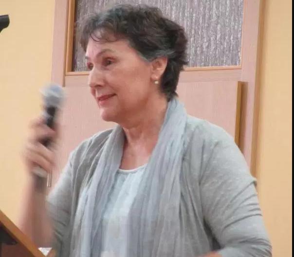 Témoignage du médecin qui examina les voyants le sixième jour après le début des apparitions de la Vierge Marie à Medjugorje Dr.-Darinka-Glamuzina-hablando-en-microfono