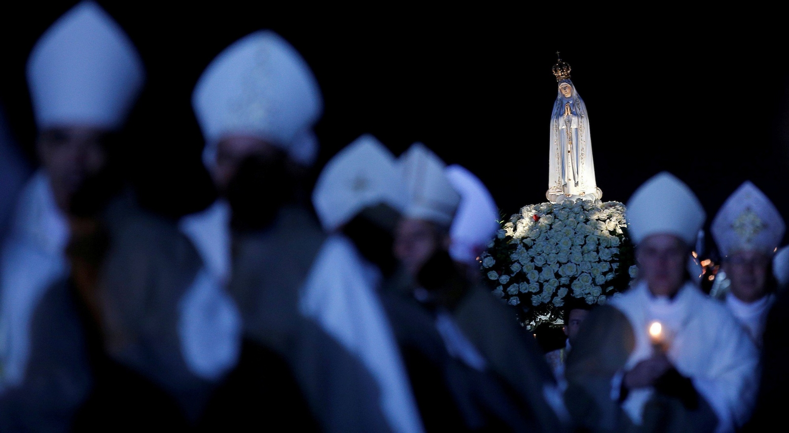 La Virgen María está viniendo a la Tierra para Evitar una Guerra Nuclear