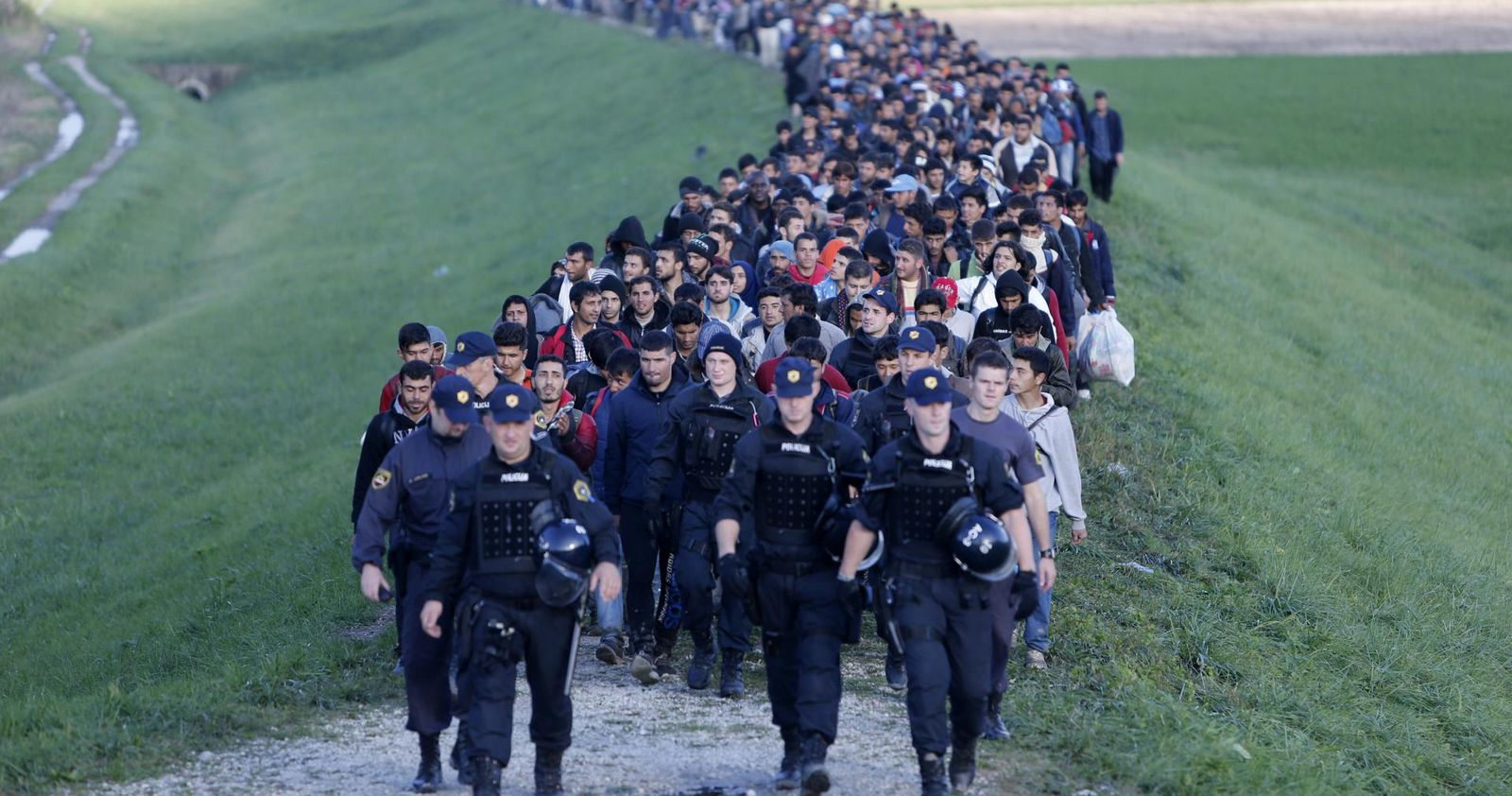 Cómo dos Naciones Cristianas Batallan Contra el Plan Soros para Descristianizar Europa