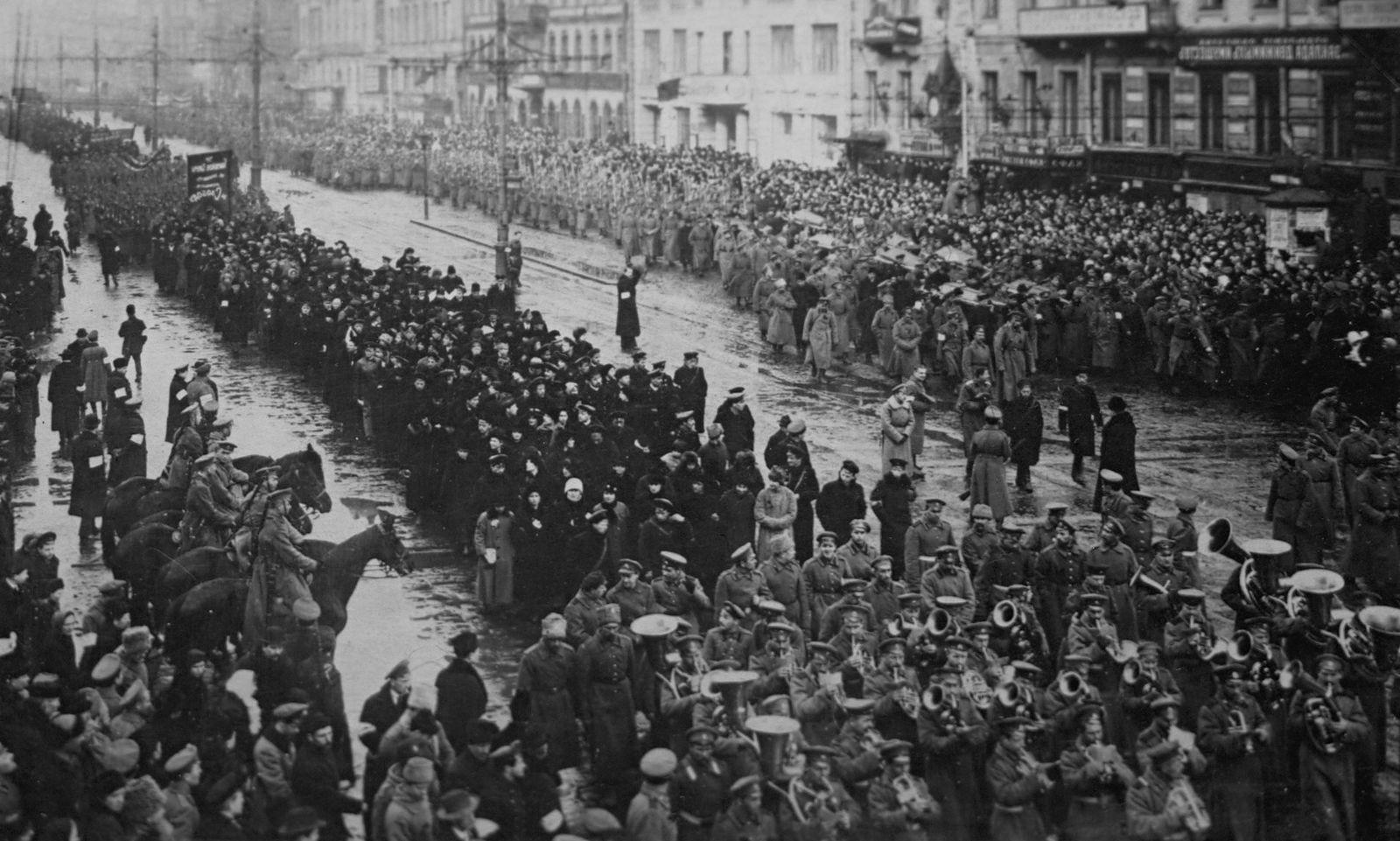 ¿Por qué la Virgen Alertó sobre la Revolución Rusa y No sobre Otros Grandes Males venideros?