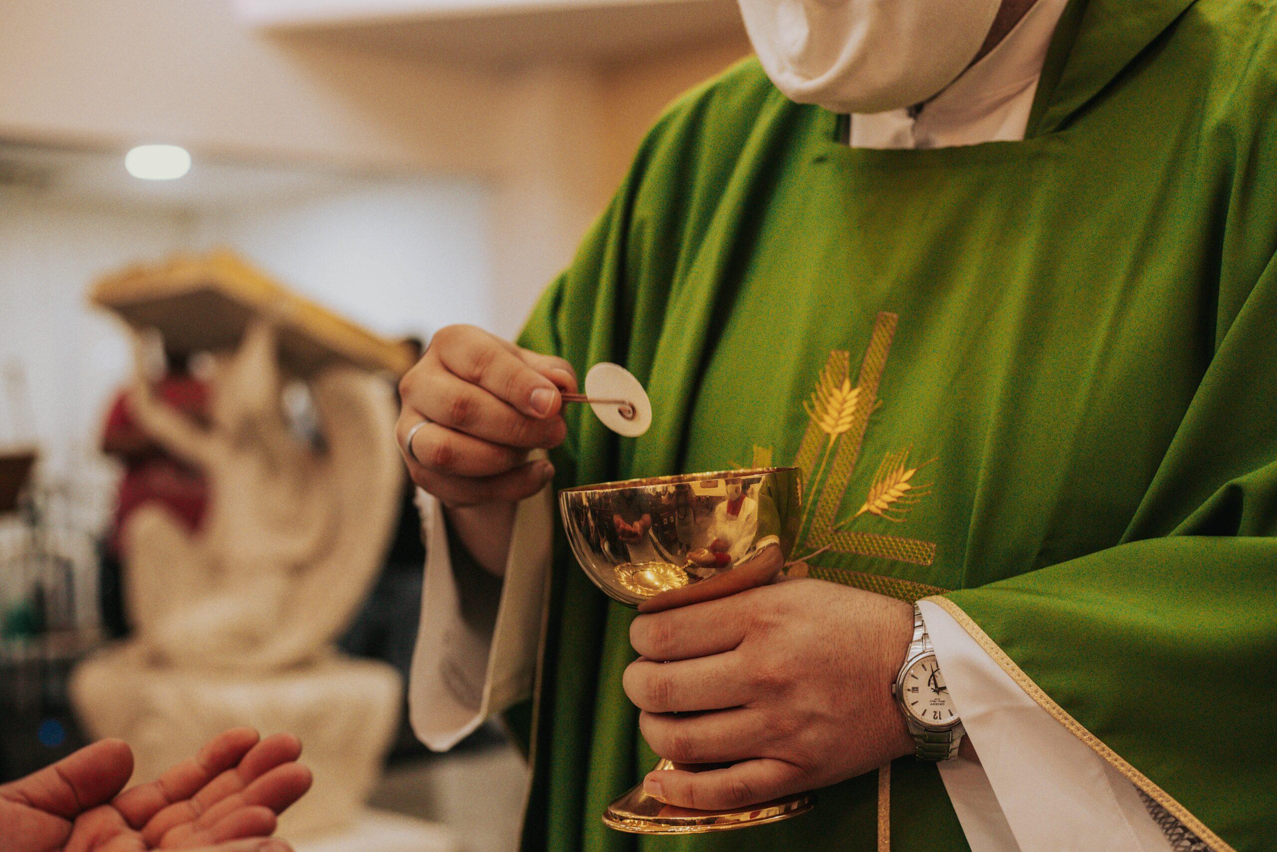 Hay Buenos y Malos Sacerdotes [¿cómo actuar con los malos sacerdotes?]
